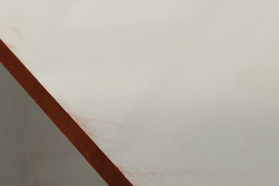 <em>Minerais</em>, 2014-15 <br>panneaux de bois laqué, acier, céramique émaillée, <br>170 x 200 x 180 cm