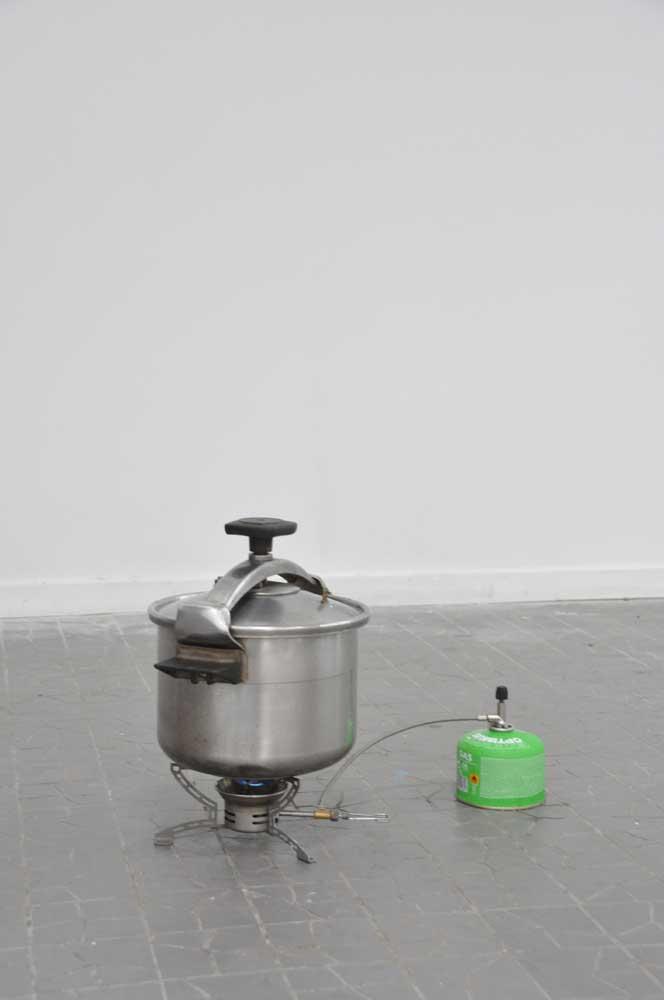 <em>Cent ans de solitude</em>, 2013 <br>cocotte-minute, <em>Cent ans de solitude</em> de Gabriel Garcia Marquez, eau