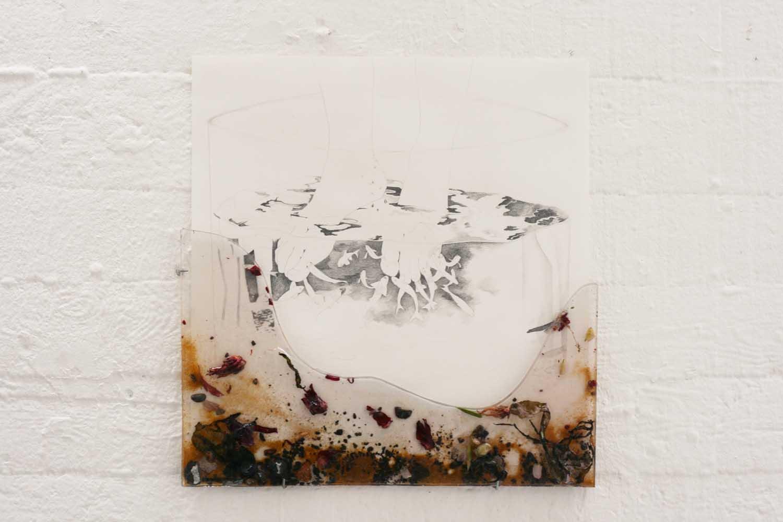 <em>Pédicure poisson</em>, 2013 <br>crayon sur papier, technique mixte <br>30 x40 cm
