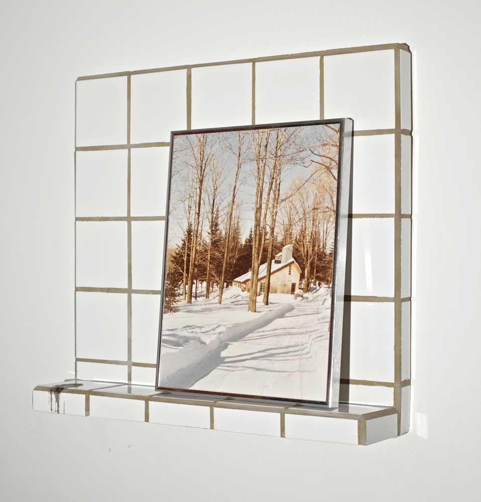 <em>Dévautel</em>, 2011 <br>bois, céramique, cire de bougie, objet trouvé <br>60 x 50 x 10 cm