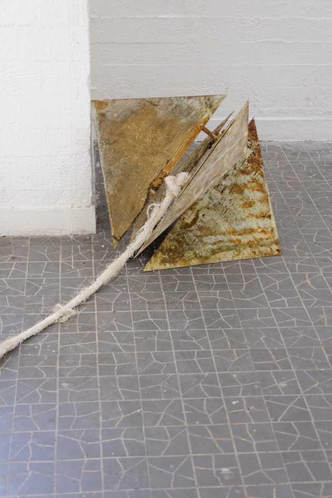<em>Sonar pour architecte</em>, 2015 <br>bois, acier, laiton, cordage, se, béton
