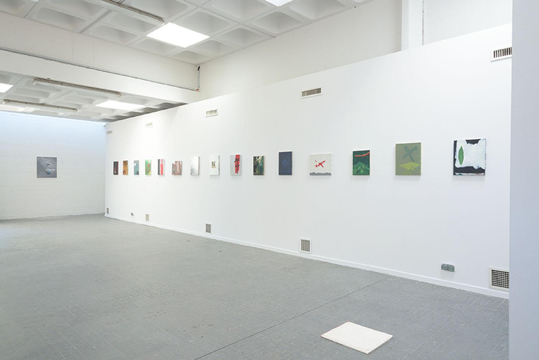 <em>Travelling</em>, 2013-2015, <br>Acrylique, collages et vernis sur toiles <br>vue d'accrochage