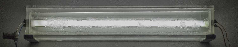 <em>Cristallisations</em>, 2015 <br>alun, eau distillée, tubes fluorescents récupérés, plexiglas, composants électroniques <br>58,5 x 10 x 10 cm (x3)