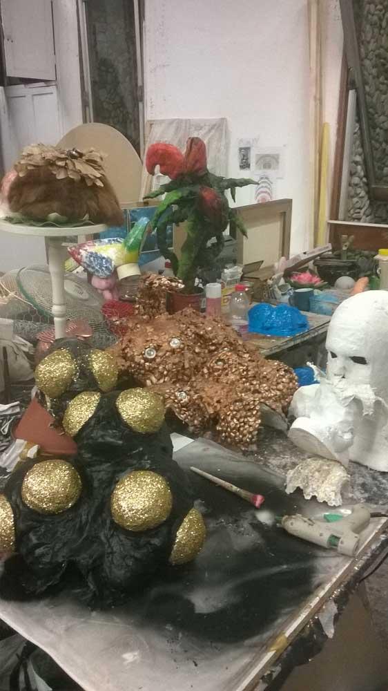 <em>Les Étincelles</em> (série)<br>sculptures (accessoires de cinéma)