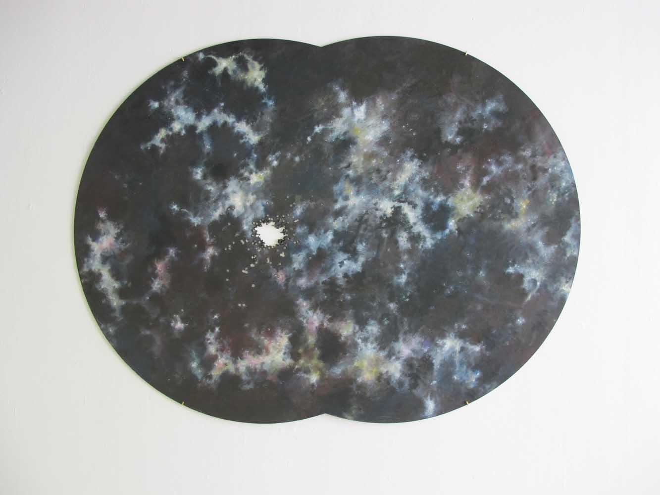 <em>Wounded in the Sky</em>, 2013 <br>dessin marouflé sur bois <br>120 x 160 cm