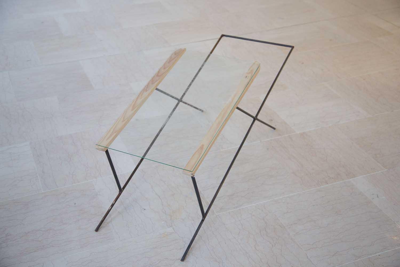 <em>Transat</em>, 2013 <br>métal, bois, gravure sur verre <br>120 x 40 x 50 cm