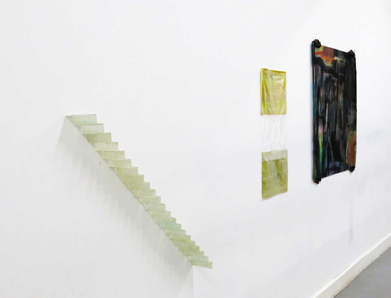 <em>Remonter-redescendre</em>, 2013 <br>fibre de verre, resine de polyester, traces de mika